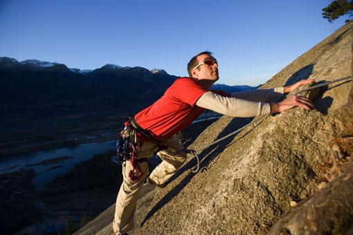 Trotz künstlichen Darmausgangs erklimmt der Kanadier Rob Hill die Zugspitze und will damit anderen Betroffenen Mut machen