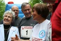 Prominentes Engagement gegen Knochenschwund beim 9. Berliner Bundestagslauf