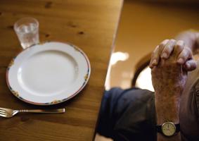 """Ein neuer Blick auf die Pflege – Fotoausstellung """"Ein neuer Blick auf die Pflege"""" vom 19. August bis 14. September im Evangelischen Johannesstift."""