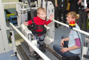"""Therapie-Roboter """"Lokomat"""" hilft Kranken, wieder das Gehen zu lernen"""