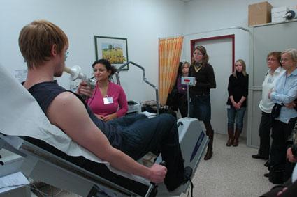"""Gießener Praxisseminar-Pflege 2009: """"PAH im Dialog"""" – Wie Pflegekräfte Lungenhochdruckpatienten bei der Alltagsbewältigung unterstützen können"""