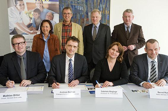 Kooperationsvertrag: Pflege dual studieren