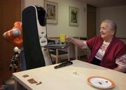 Serviceroboter im Altenheim – bei Bewohnern und Pflegekräften gleichermaßen beliebt