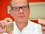 """Patient selbst kann Elektrostimulator einschalten und ausschalten: """"Hirnschrittmacher"""" bei Patienten mit schwerstem Schmerzsyndrom eingesetzt"""