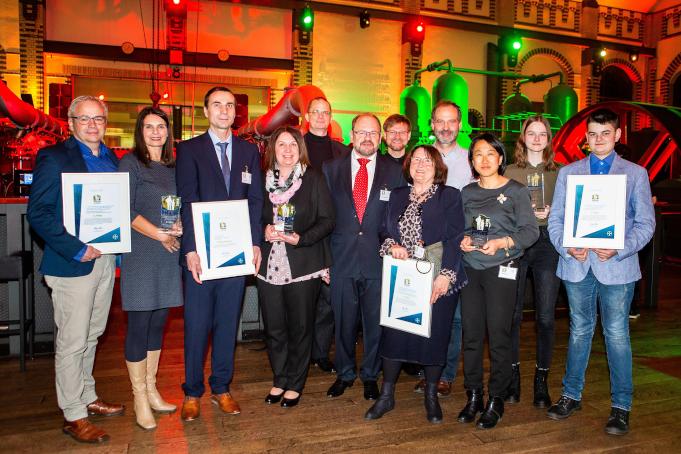 """Bayer würdigt erneut Engagement von Wegbegleitern in der Hämophilie-Behandlung: Vier PHILOS Gewinnerprojekte und ein """"PHILOS Doc"""" ausgezeichnet"""