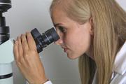 Mikroben auf Mikroskop-Okularen: Das kann ins Auge gehen!
